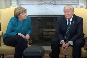 "VIDEO: Trump le niega ""apretón de manos"" a Angela Merkel"