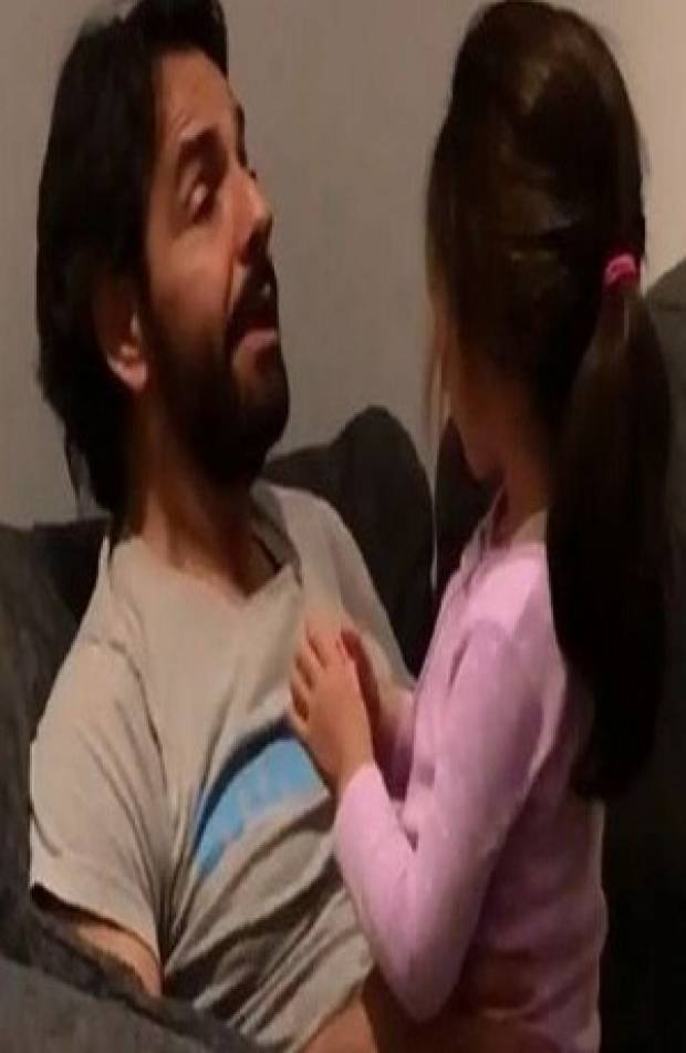 VIDEO: Eugenio Derbez enseña a cantar a su hija